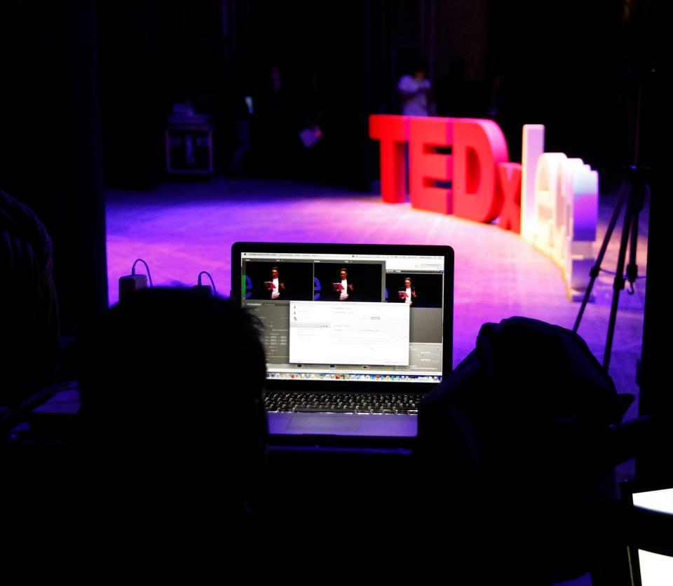 TED Talk Subtitles and Transcript: Diciamocelo, il dating online può far schifo.