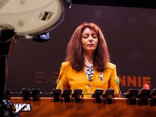 Αποτέλεσμα εικόνας για Η Έβελιν Γκλένι μας διδάσκει να ακούμε