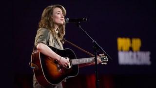 آهنگی برای قهرمانم، زنی که به سوی طوفان پارو زد