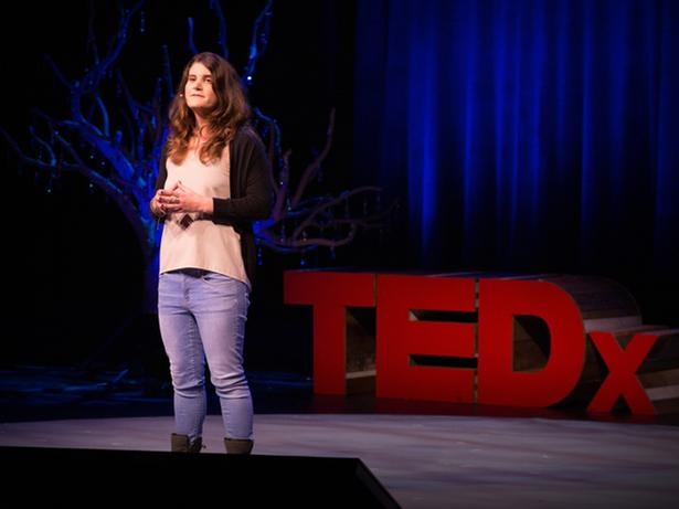 플라스틱을 먹는 박테리아 | Morgan Vague