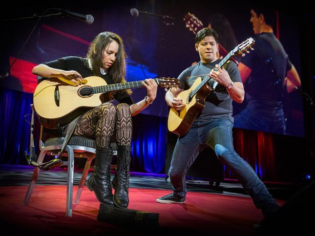 أداء مثير بصحبة آلة الغيتار | Rodrigo y Gabriela
