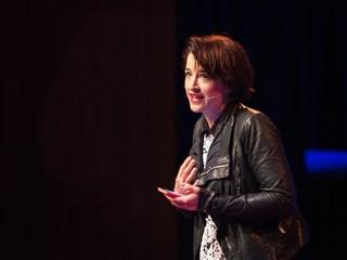 چرا من با ترسی کشنده از سخنرانی کردن زندگی می کنم