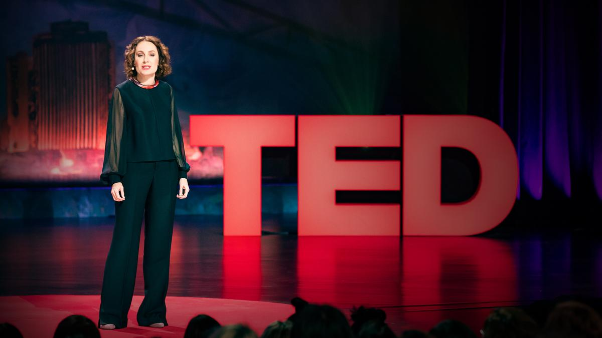 Susan David: The gift and power of emotional courage | TED Talk